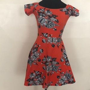 Motel Short Sleeve Floral Printed Knit Dress